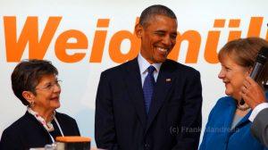 Verstanden sich blendend: US-Präsident Barack Obama mit Bundeskanzlerin Angela Merkel (r.) auf dem Messe-Rundgang.